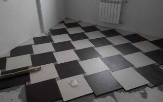 Как правильно положить кафельную плитку на пол?