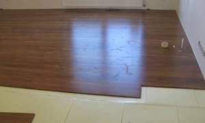Что стелить под ламинат на бетонный пол?