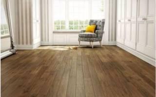 Покрытие на деревянный пол в комнате