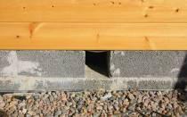Вентиляция деревянного пола через отверстия в полу