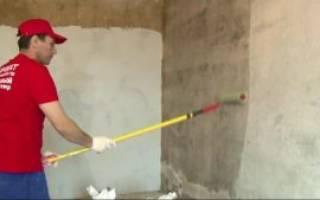 Чем наносить грунтовку на стены?