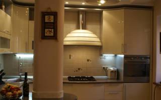 Чем закрыть трубы на кухне вдоль стены?